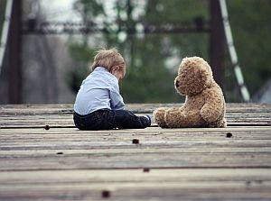 Baby mit beliebtem Teddy