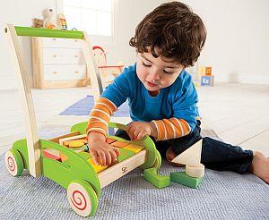 Produktabbildung - Hape Bauwagen und Lauflernwagen