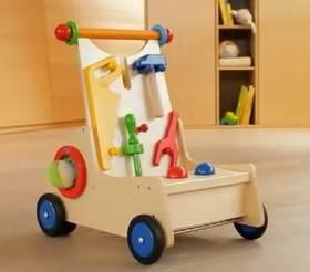 Video eines Lauflernwagens von Haba